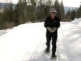 Marc snowshoeing